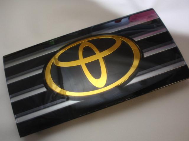◇トヨタ 30系セルシオ  (ミリ波レーダー付き車) フロントエンブレム:ゴールド加工作業料